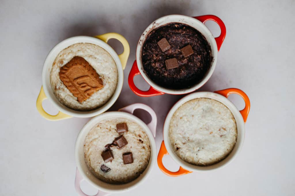 Four small casseroles with 4 types of baked oats